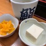 113684377 - 付け合わせの豆腐と漬け物