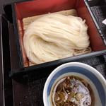 113684598 - 味くらべ天ぷら付き                       冷たいうどん