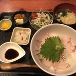 むちゃく - 天然真鯛のお造り丼=750円