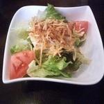 マンジャ ピエーノ - セットのサラダ