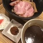 いかれたヌードル フィッシュトンズ - 料理写真:特製つけ麺(小盛)