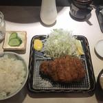 ポンチ軒 - 特ロース豚かつ定食(2,400円)
