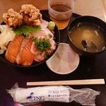 海鮮居酒屋 山傳丸 - サーモンねぎとろびんとろ唐揚げ4色丼¥880-