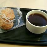 GAGA - シュークリームとコーヒーで200円