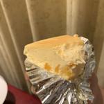 113705350 - マンゴーチーズケーキ食べかけ
