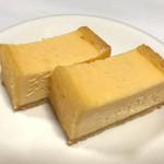 全国銘菓撰 - 中目黒「ヨハン」◉チーズケーキ 角型 ナチュラル 税込み2500円(カード会計時) さっぱりしているのにチーズ感は濃厚!甘さ控えめなケーキです