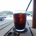 海カフェ イン ニシウラ - アイス珈琲で一息