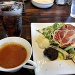 ノムカ+cafe - 「Bランチ(1200円:税込)」を選び、メインは前回カレーが美味しかったのでそれを。 ドリンクは「コーラ」にしました。