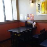 広州 - 1階のテーブル席は4つ