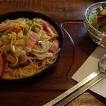 カフェ ガウディ - GAUDI'S スパゲティ(サラダ付)¥830