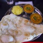 マナカマナ アジアン料理店 - スペシャルセット(左上がキーマ、右下がチキン)