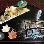 本格懐石湯波料理 割烹 与多呂 - 塩で神橋を書いたデコレーションが楽しい天ぷら
