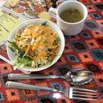 カリーゾーン - サラダ、スープ