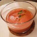 モダンカタランスパニッシュ ビキニ - パンとトマトの冷製スープ(ガスパッチョ)