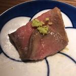 ぽんしゅや 三徳六味 - とろけるローストビーフ