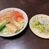 第7ギョーザの店 - 料理写真:バンバンジーと漬物単品の白菜 バンバンジーと言うより野菜サラダ