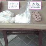11374072 - 店頭販売の赤飯と餅