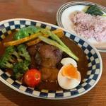 スープカレーのハンジロー - 香味豚のローストと彩り野菜のスープカレー