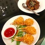 横浜大飯店 - 蟹爪の揚げ物と黒酢酢豚