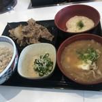 吉野家 - 料理写真:牛皿麦とろ御膳+豚汁変更