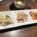 113759514 - 【前菜】季節の逸品3種先付け (・豚の冷製グリル ・合鴨のスモーク ・スモークサーモン)は作り置き感満載