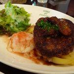 サレポア食堂 - 特製荒びきハンバーグ 温玉添え