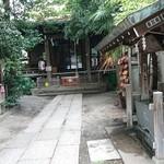 麺屋 ねむ瑠 - 隣の桜木神社。気持ち良い場所。
