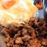 マンゴツリービストロ - 豚ひき肉のガパオ炒め&ライス