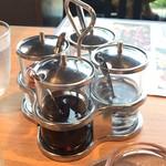 マンゴツリービストロ - テーブル調味料