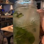 MILLIS DINING BAR -