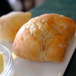 ベッラ イゾーレ - 自家製パン 2019年8月