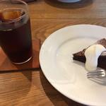 シェルパコーヒー - 料理写真:アイスコーヒー エチオピアナチュラル とクラシックショコラ