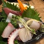 鮨と日本酒 蔵よし - 名物日替り刺身全部盛り