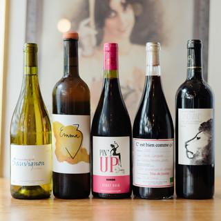 世界中から集めた美味しいワインが待ってます。