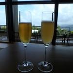 ホテルグランバッハ熱海クレッシェンド - ドリンク写真:左から 「もりやま園 テキカカ アップルソーダ」、「もりやま園 テキカカシードル」