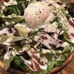 まる豚 - 料理写真:知人のシーザーサラダ、凄いボリューム