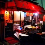 ヨシミ商店 - ヨシミ商店:赤い雰囲気がいい感じ
