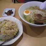台湾家庭料理 福味香 - 塩ラーメン+炒飯セット(680円) 量もしっかりでお買い得感高し!