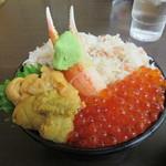 113794119 - 「三色丼 ウニ、いくら、カニ」(¥2,300)
