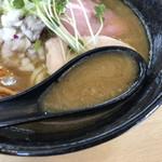 つけ麺 いな月 - 鶏と魚介のスープ