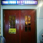 11380117 - 基地付近をぶらぶらするとバンコク屋台の雰囲気を醸し出すお店を発見!
