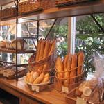 ル・パン・コティディアン - ブーランジェリースペースはパンがいっぱい