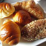 穂高山荘 - 5個入りロールパン(320円)、クロワッサン(150円)、カレーパン(160円)