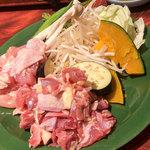 えきにくヤンボー - めちゃキレイなお肉とお野菜。3人でこの量。2皿!