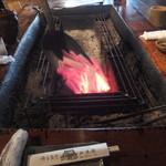 山麓園 - 真っ赤に燃えた炭火で焼きます
