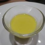 リストランテ エクリュ - アミューズ:とうもろこしの冷製スープ