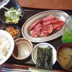 焼肉レストラン 鶴松 - 赤身カルビ定食(120g)1,000円が日替りサ-ビスで→900円☆7/29
