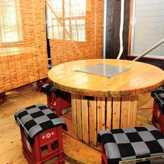 穴場の2階のテーブル席、広々とした空間でゆっくり寛げます!