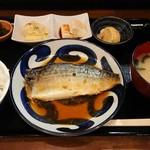 standふじもと - 料理写真:『さば煮・唐揚げ定食』(税込み800円)