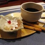田中マネの食堂 - コーヒー&デザート(少し頂いてからパチリしました)